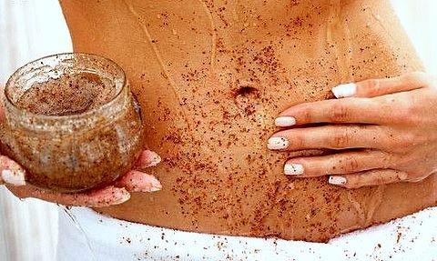 Esfoliação no corpo com açúcar mascavo