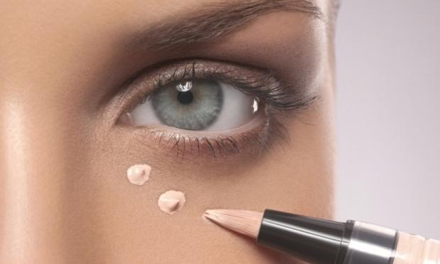 Truques de maquiagem são ótimos para disfarçar as olheiras