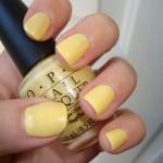 esmalte amarelo nude