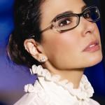 Brincos e óculos