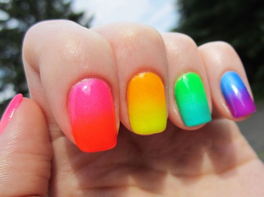 unhas multi coloridas