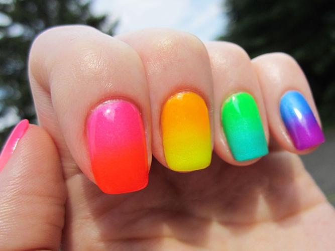 Uma mão ou unhas de cada cor: porque não?