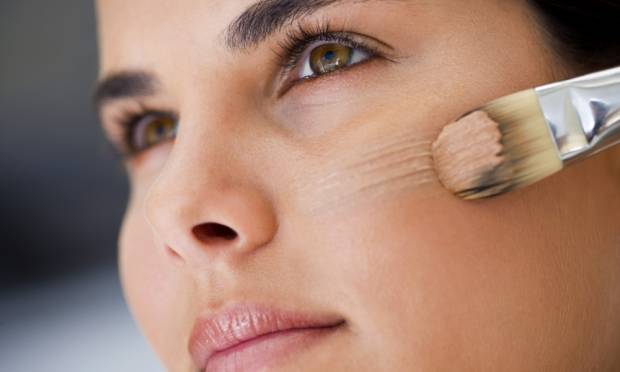 Como escolher a base para pele oleosa.