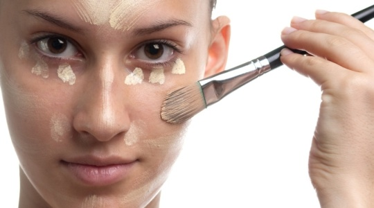 Preparar a pele é fundamental para evitar a oleosidade