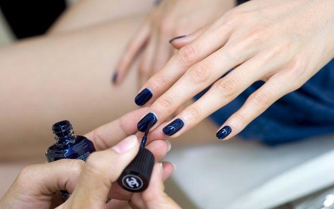 Unhas cores mais usadas Azul Escuro