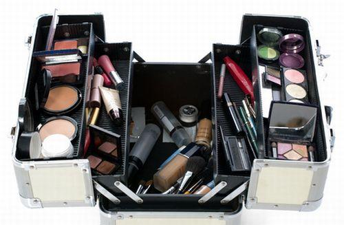 A maleta de maquiagem feminina deve conter o necessário para deixar sua aparência perfeita