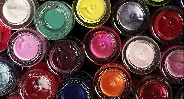 Brilho e cintilância fazem parte das cores da moda