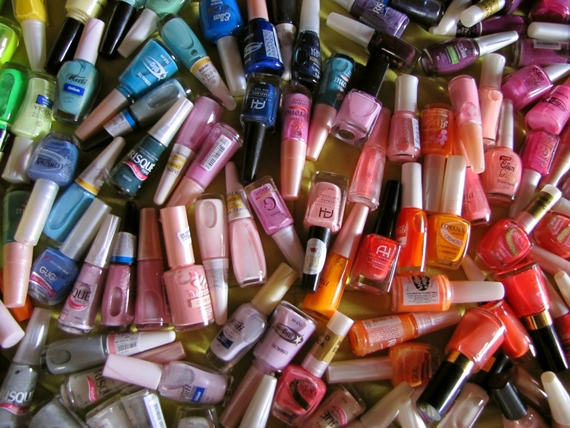 Esmaltes e cores da moda invadem o universo feminino