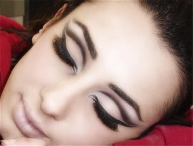 A maquiagem Cut Crease é o hit da moda