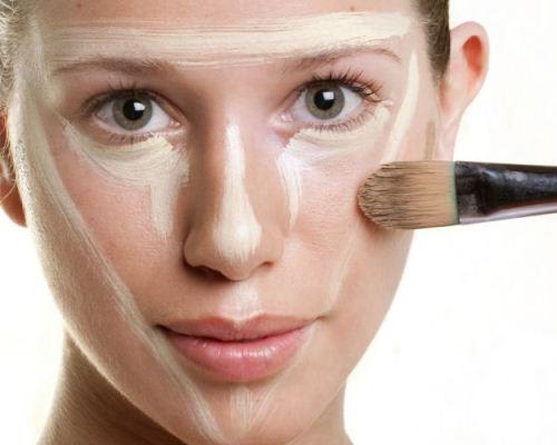 Como escolher a base para pele oleosa. (Foto: Divulgação)