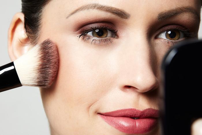 Qual é a sua Maquiagem? Misteriosa, Romântica ou Femme Fatale?