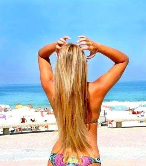 Dicas para cuidar dos cabelos loiros na praia (Foto: Divulgação)