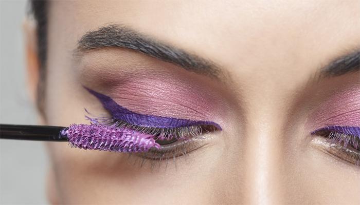 Máscaras coloridas para cílios é uma tendência (Foto: Divulgação)