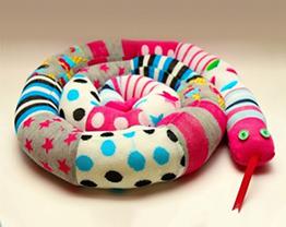 Como fazer cobrinhas decorativas usando meias