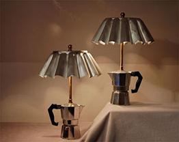 Panelas são usadas para criar luminária