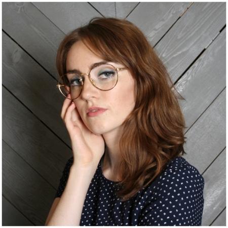 b8f768345 ... óculos de grau é importante pedir uma opinião ao vendedor, pois  geralmente eles passam por um treinamento de especialização de moda e  estilo para poder ...