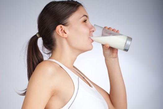 beber-leite-emagrece-600-525x350