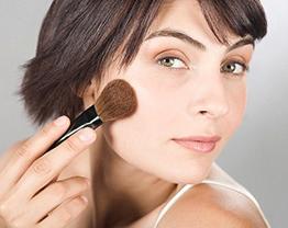 Como aplicar blush consoante o formato do rosto