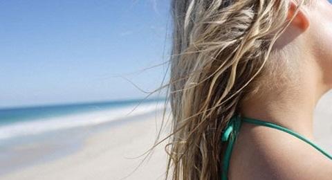 Evite que o seu cabelo fique danificado no verão