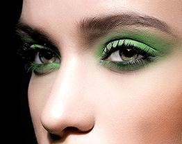Maquiagem verde esmeralda para os olhos