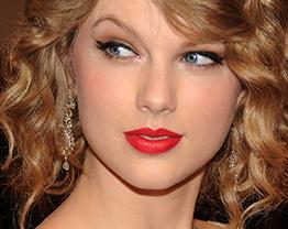Lábios Vermelhos Rejuvenescem o Visual