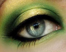 Cor verde esmeralda para o verão em esmaltes e maquiagem