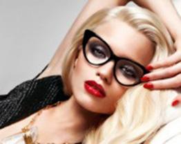A maquiagem ideal para quem usa óculos