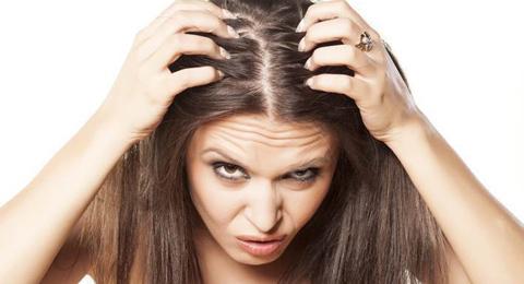 Como acabar com a caspa e queda de cabelo