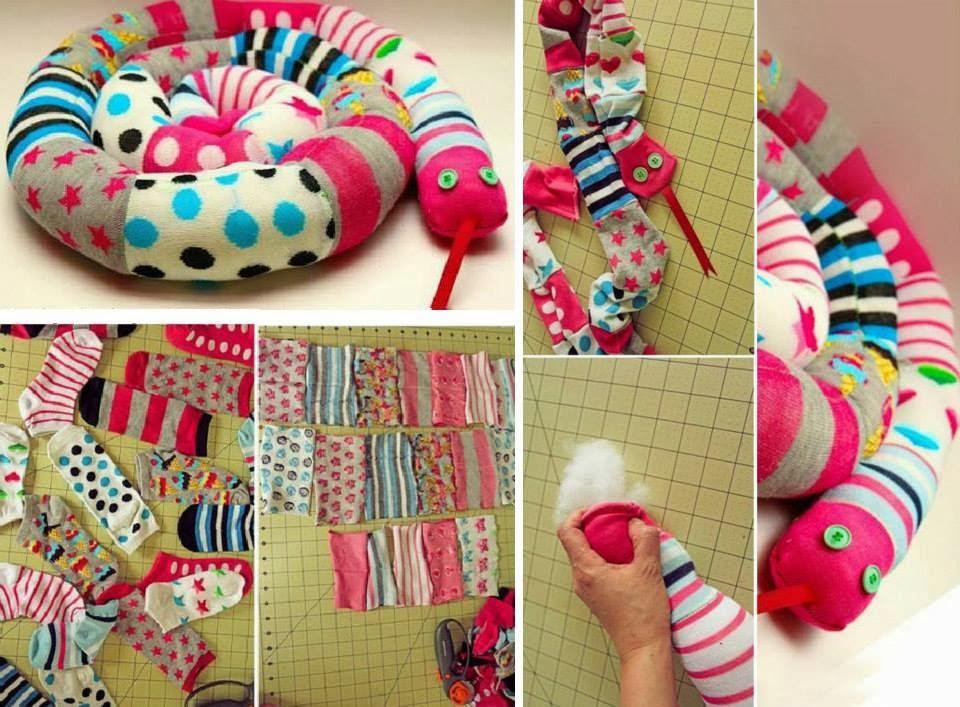 cobrinhas decorativas usando meias