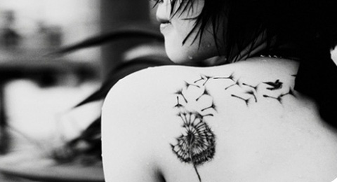 Tatuagem feminina Dente de Leão
