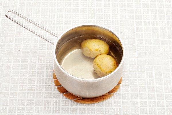 água de batatas cozidas