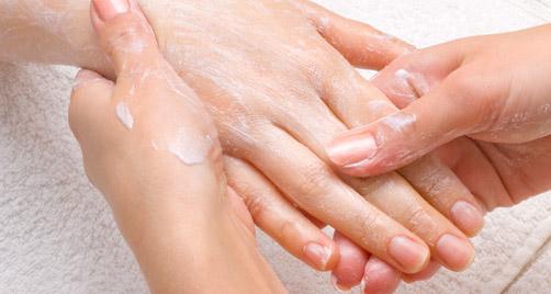 Como-fazer-massagem-nas-mãos-02