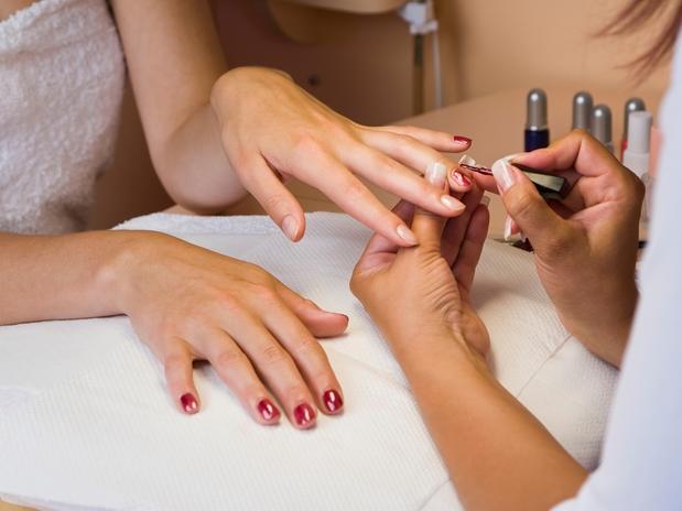 Cuidados-na-visita-à-manicure-01