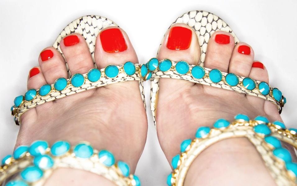 Pés-de-verão-combine-os-esmaltes-do-momento-com-sandálias-para-arrasar-em-dias-quentes-01