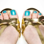 Pés-de-verão-combine-os-esmaltes-do-momento-com-sandálias-para-arrasar-em-dias-quentes-02
