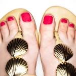 Pés-de-verão-combine-os-esmaltes-do-momento-com-sandálias-para-arrasar-em-dias-quentes-03