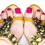 Pés-de-verão-combine-os-esmaltes-do-momento-com-sandálias-para-arrasar-em-dias-quentes-04