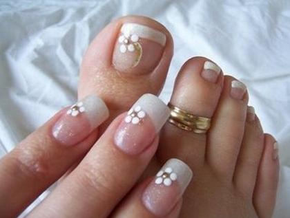 Desenhos mais usados em unhas dos pés Branco