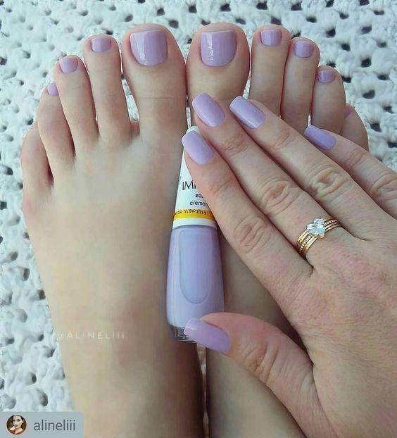 Combine os esmaltes das mãos e dos pés