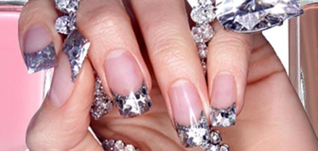 pedras preciosas nas unhas