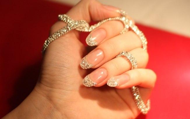 pedras preciosas nas unhas1