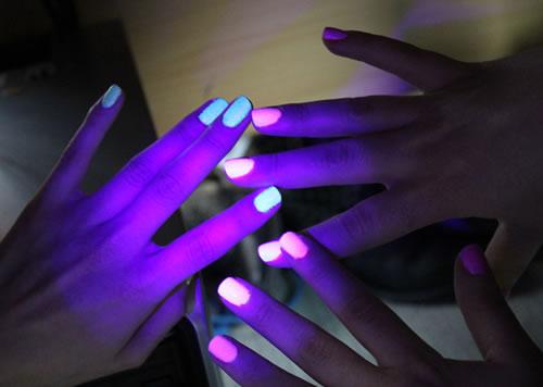 unhas que brilham no escuro2