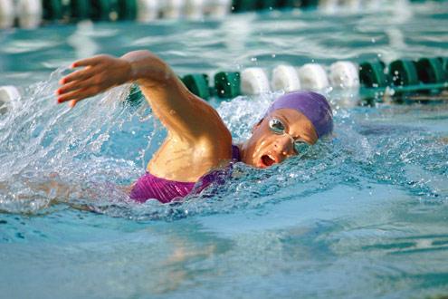 Natação pode melhorar respiração de asmático e ajudar na perda de peso
