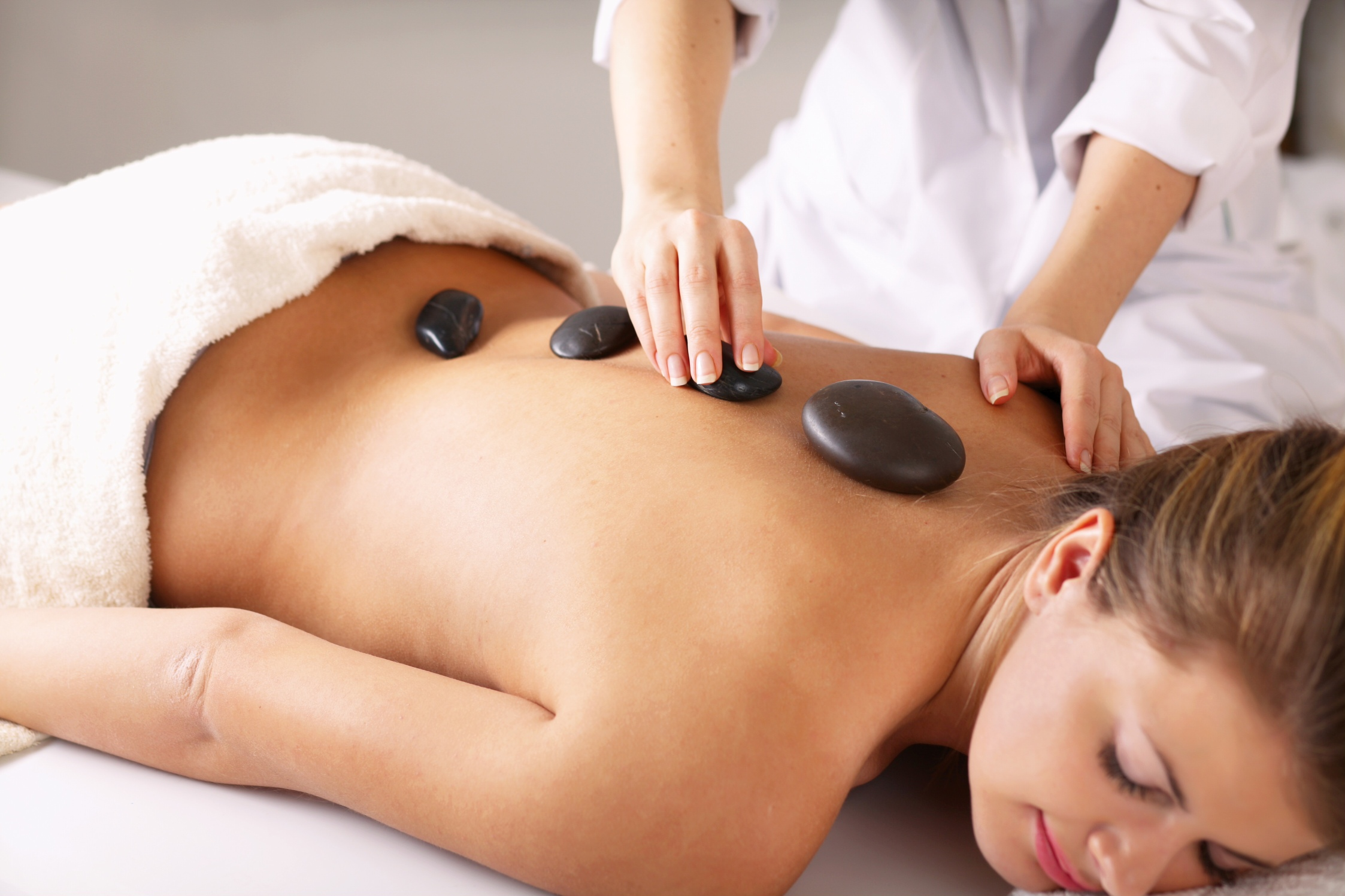 Massagens-Corporais-para-entrar-em-forma-02