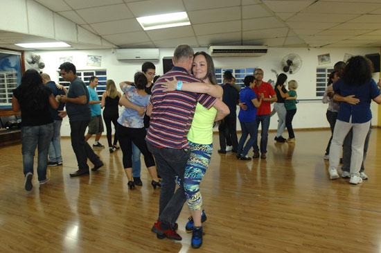 Saiba como apostar nas aulas de dança para a saúde