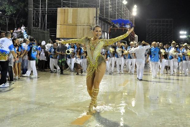 Samba ajuda a emagrecer e ficar em forma para o Carnaval 2016