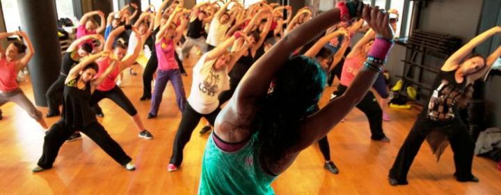 Zumba emagrece e tonifica os músculos – Conheça os benefícios dessa dança