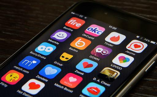 sites e aplicativos de relacionamento
