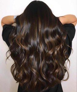 morena iluminada cabelo longo