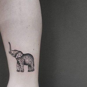 Tatuagem feminina: elefante